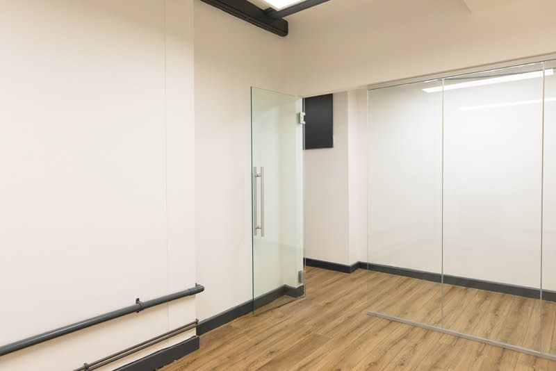 available studio 2d meeting room